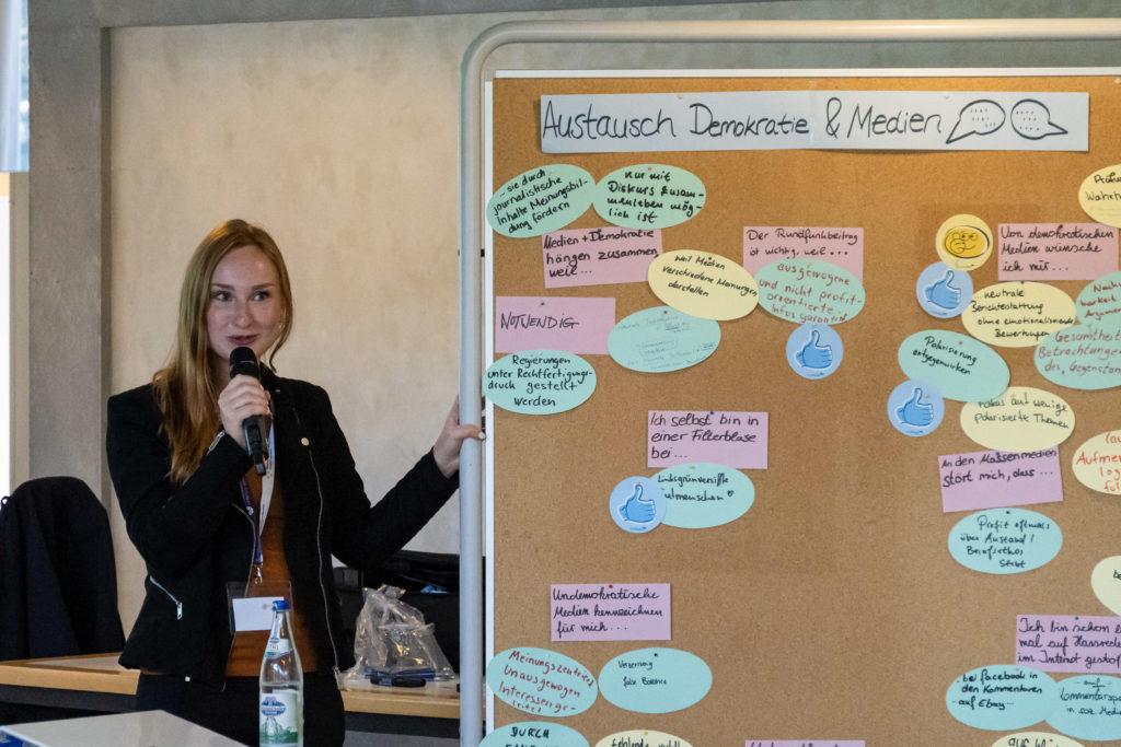 Studierende moderierten die Veranstaltung. (Bild: Olivia Rademacher)
